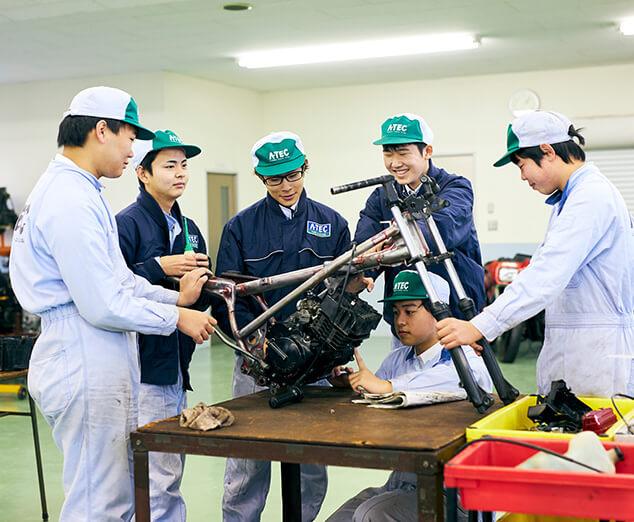 写真:高等課程 自動車科(3級整備士)
